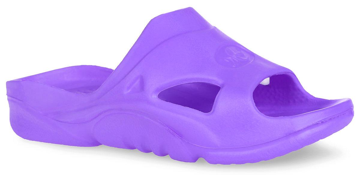 Шлепанцы детские. 211211Комфортные шлепанцы от Дюна придутся по душе вашему ребенку. Модель полностью выполнена из ЭВА материала и оформлена перфорацией для лучшей воздухопроницаемости. Материал ЭВА имеет пористую структуру, обладает великолепными теплоизоляционными и морозостойкими свойствами, придает обуви амортизационные свойства, мягкость при ходьбе, устойчивость к истиранию подошвы. Рифление на верхней поверхности подошвы предотвращает выскальзывание ноги. Гибкая подошва дополнена рифлением, которое гарантирует идеальное сцепление с любыми поверхностями. Удобные шлепанцы прекрасно подойдут для похода в бассейн или на пляж.
