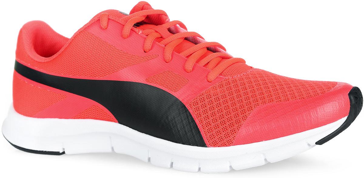 Кроссовки Flexracer. 360580036058002Кроссовки Flexracer от Puma являются прекрасным вариантом для занятий бегом, фитнесом и другими видами спорта. В модели Flexracer сетчатый материал верха снабжен мягкими бесшовными вставками и накладками, что делает эту обувь мягкой, дышащей и отлично сидящей по ноге. Внутренняя отделка исполнена из мягкого текстиля. Шнуровка гарантирует удобство и надежно фиксирует изделие на ноге. Стелька SoftFoam с эффектом памяти принимают форму вашей стопы, препятствует перегреву и дарит свежесть, поскольку имеет особое покрытие, впитывающее неприятные запахи. Гибкая прослойка подошвы EVA обеспечивает идеальную амортизацию и комфорт. Подошва с рифлением гарантирует отличное сцепление с любыми поверхностями. В таких кроссовках вашим ногам будет комфортно и уютно. Они подчеркнут ваш стиль и индивидуальность!