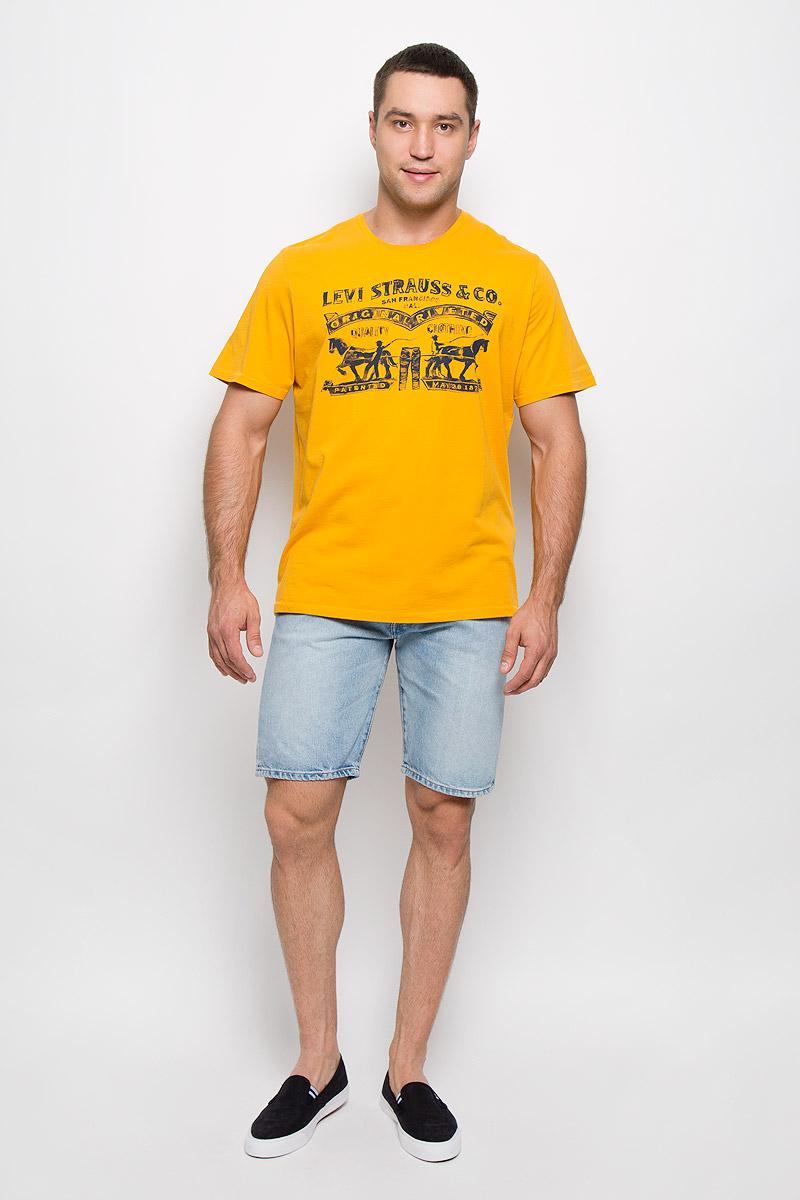 Футболка мужская. 22488000402248800040Мужская футболка Levis®, выполненная из натурального хлопка, идеально подойдет для повседневной носки. Материал изделия легкий, мягкий и приятный на ощупь, не сковывает движения и позволяет коже дышать. Футболка с короткими рукавами имеет круглый вырез горловины, дополненный трикотажной резинкой. Модель оформлена винтажным принтом. Дизайн и расцветка делают эту футболку ярким и стильным предметом мужской одежды. Она поможет создать отличный современный образ.