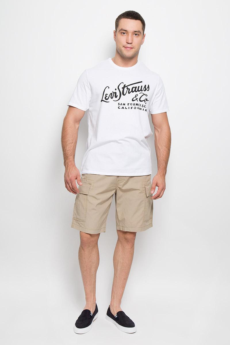 Футболка1778301090Мужская футболка Levis®, выполненная из натурального хлопка, идеально подойдет для повседневной носки. Материал изделия легкий, мягкий и приятный на ощупь, не сковывает движения и позволяет коже дышать. Футболка с короткими рукавами имеет круглый вырез горловины, дополненный трикотажной резинкой. Модель оформлена принтовыми надписями. Модный дизайн делает эту футболку стильным предметом мужской одежды. Она поможет создать отличный современный образ.