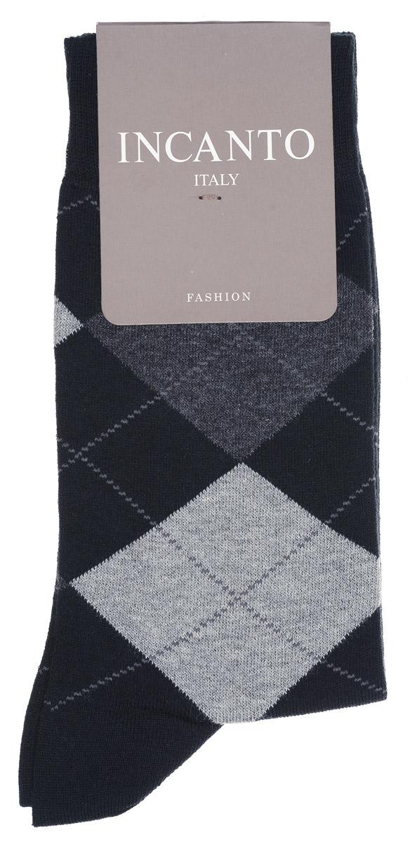 НоскиBU733041Мужские носки Incanto изготовлены из хлопка с добавлением полиамида и эластана, которые обеспечивают великолепную посадку. Удобная широкая резинка идеально облегает ногу, усиленные пятка и мысок повышают износоустойчивость носка. Модель оформлена принтом в ромбы.