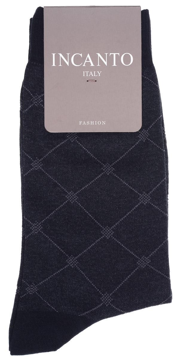 НоскиBU733033Мужские носки Incanto Fashion изготовлены из хлопка с добавлением полиамида. Материал тактильно приятный, хорошо пропускает воздух. Носки дополнены комфортной эластичной резинкой. Усиленные пятка и мысок обеспечивают надежность и долговечность. Оформлено изделие геометрическим принтом. Удобные и прочные носки станут отличным дополнением к вашему гардеробу!