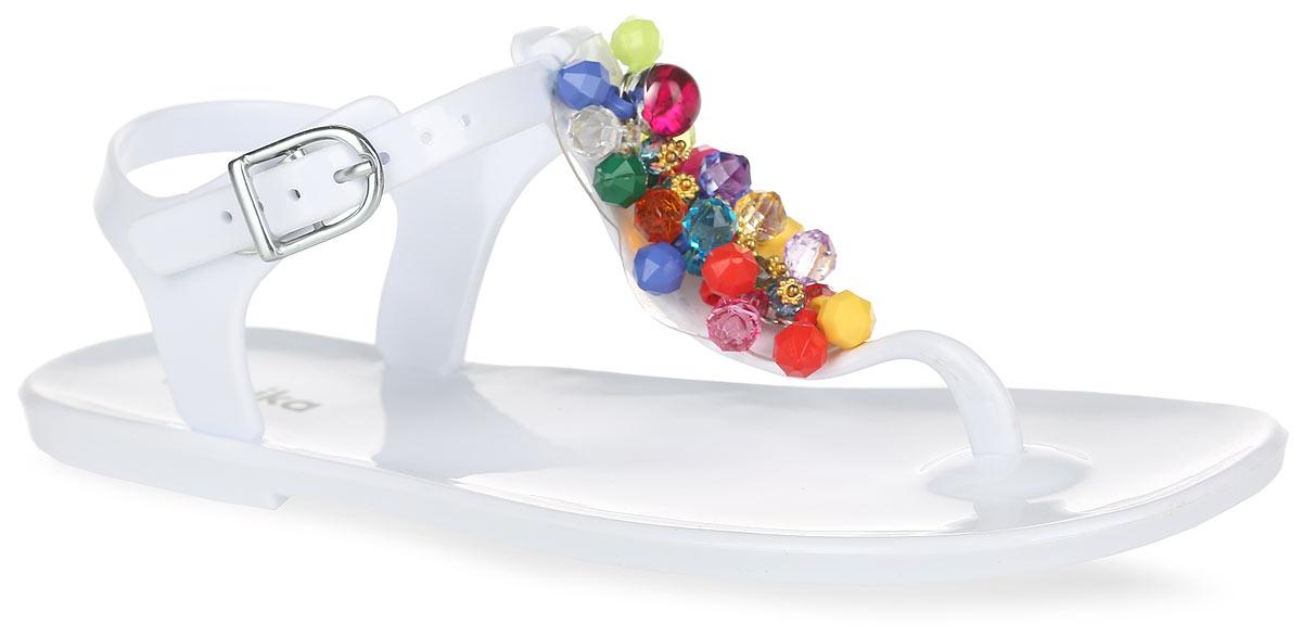 Сандалии для девочки. 8307583075Оригинальные сандалии от Kapika заинтересуют вашу девочку своим дизайном. Модель изготовлена из полимерного материала и оформлена в области подъема роскошной аппликацией из разноцветных бусин, дополненной декоративными металлическими элементами. Ремешок с закругленной металлической пряжкой и дополнительной поддержкой пяточной части прочно зафиксируют модель на щиколотке. Длина ремешка регулируется за счет болта. Верхняя поверхность подошвы дополнена названием бренда. Рельефное снование подошвы обеспечивает уверенное сцепление с любой поверхностью. Удобные сандалии прекрасно подойдут для похода в бассейн или на пляж, а также внесут изюминку в модный образ вашей дочурки.