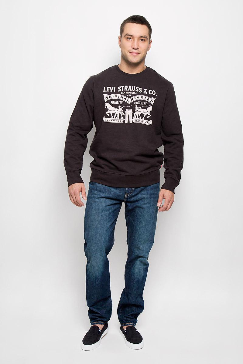 Свитшот1949200050Стильный мужской свитшот Levis®, изготовленный из хлопка с добавлением полиэстера, мягкий и приятный на ощупь, не сковывает движений и обеспечивает наибольший комфорт. Модель с круглым вырезом горловины и длинными рукавами спереди оформлена надписями на английском языке и оригинальным рисунком. Манжеты рукавов, вырез горловины и низ изделия дополнены трикотажными резинками. Этот свитшот послужит отличным дополнением к вашему гардеробу. В нем вы будете чувствовать себя уютно в прохладное время года.
