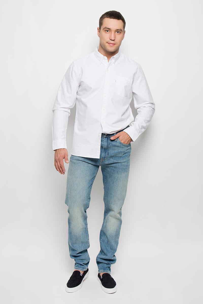 Рубашка6582401800Стильная мужская рубашка Levis®, выполненная из натурального хлопка, подчеркнет ваш уникальный стиль и поможет создать оригинальный образ. Такой материал великолепно пропускает воздух, обеспечивая необходимую вентиляцию, а также обладает высокой гигроскопичностью. Рубашка с длинными рукавами и отложным воротником застегивается на пуговицы спереди. Рукава модели дополнены манжетами на пуговицах. Спереди изделие дополнено небольшим накладным карманом. Классическая рубашка - превосходный вариант для базового мужского гардероба и отличное решение на каждый день. Такая рубашка будет дарить вам комфорт в течение всего дня и послужит замечательным дополнением к вашему гардеробу.