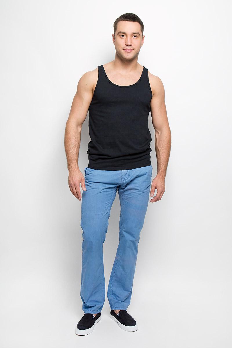 Брюки10150982Симпатичные мужские брюки Broadway высочайшего качества, слегка зауженного к низу кроя и заниженной посадки, станут отличным дополнением к вашему современному образу. Застегивается модель на пуговицу в поясе и ширинку на застежке-молнии, имеются шлевки для ремня. Спереди модель оформлена двумя втачными карманами с косыми срезами, а сзади - двумя втачными карманами на пуговицах. Эти модные и в тоже время комфортные брюки послужат отличным дополнением к вашему гардеробу. В них вы всегда будете чувствовать себя уютно и комфортно.