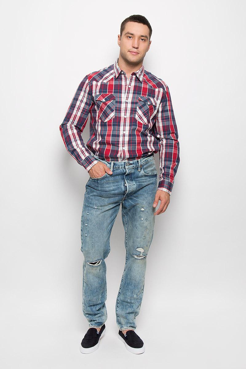 Джинсы мужские 501 CT. 18173004301817300430Мужские джинсы Levis® 501 CT, выполненные из плотного денима, станут стильным дополнением к вашему гардеробу. Ткань тактильно приятная, позволяет коже дышать. Модель с классической застежкой на пуговицах отличается точной посадкой на талии, свободным кроем в бедрах и зауженными к низу штанинами. На поясе предусмотрены шлевки для ремня. Спереди расположены два втачных кармана и один маленький накладной, а сзади - два накладных кармана. Изделие оформлено эффектом искусственного состаривания денима: прорезями и потертостями. Украшены джинсы металлическими клепками и прострочкой. Оригинальный дизайн, отличное качество и расцветка делают эти джинсы модным предметом мужской одежды. Легендарные джинсы Levis® 501 CT символизируют полную свободу самовыражения.