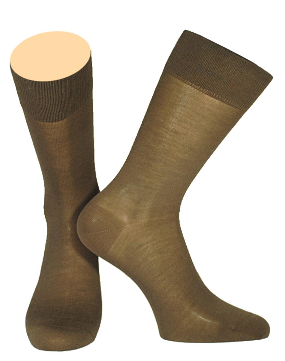 Носки141/01Мужские носки Collonil изготовлены из мерсеризованного хлопка. Носки с удлиненным паголенком. Широкая резинка не сдавливает и комфортно облегает ногу.