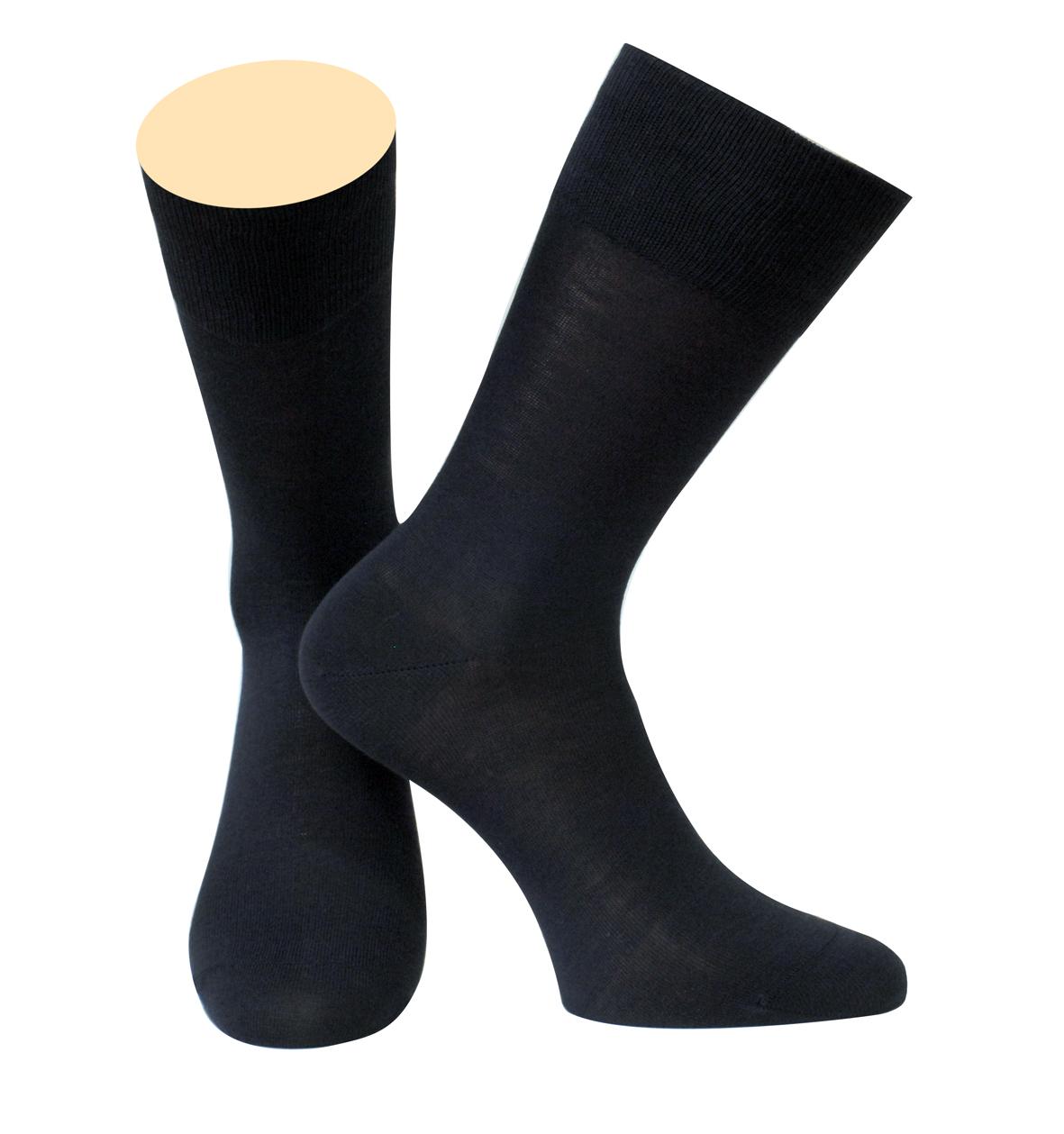 Носки142/01Мужские носки Collonil изготовлены из мерсеризованного хлопка. Носки с удлиненным паголенком. Широкая резинка не сдавливает и комфортно облегает ногу.