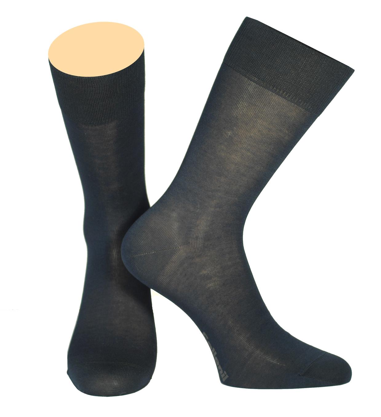 142/01Мужские носки Collonil изготовлены из мерсеризованного хлопка. Носки с удлиненным паголенком. Широкая резинка не сдавливает и комфортно облегает ногу.