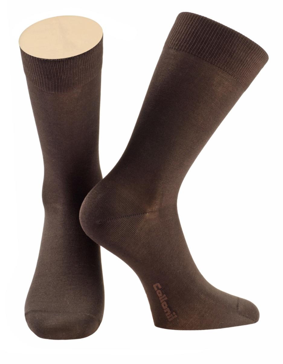 Носки2-07/01Мужские носки Collonil изготовлены из эластичного мерсеризованного хлопка. Носки с удлиненным паголенком. Широкая резинка не сдавливает и комфортно облегает ногу.