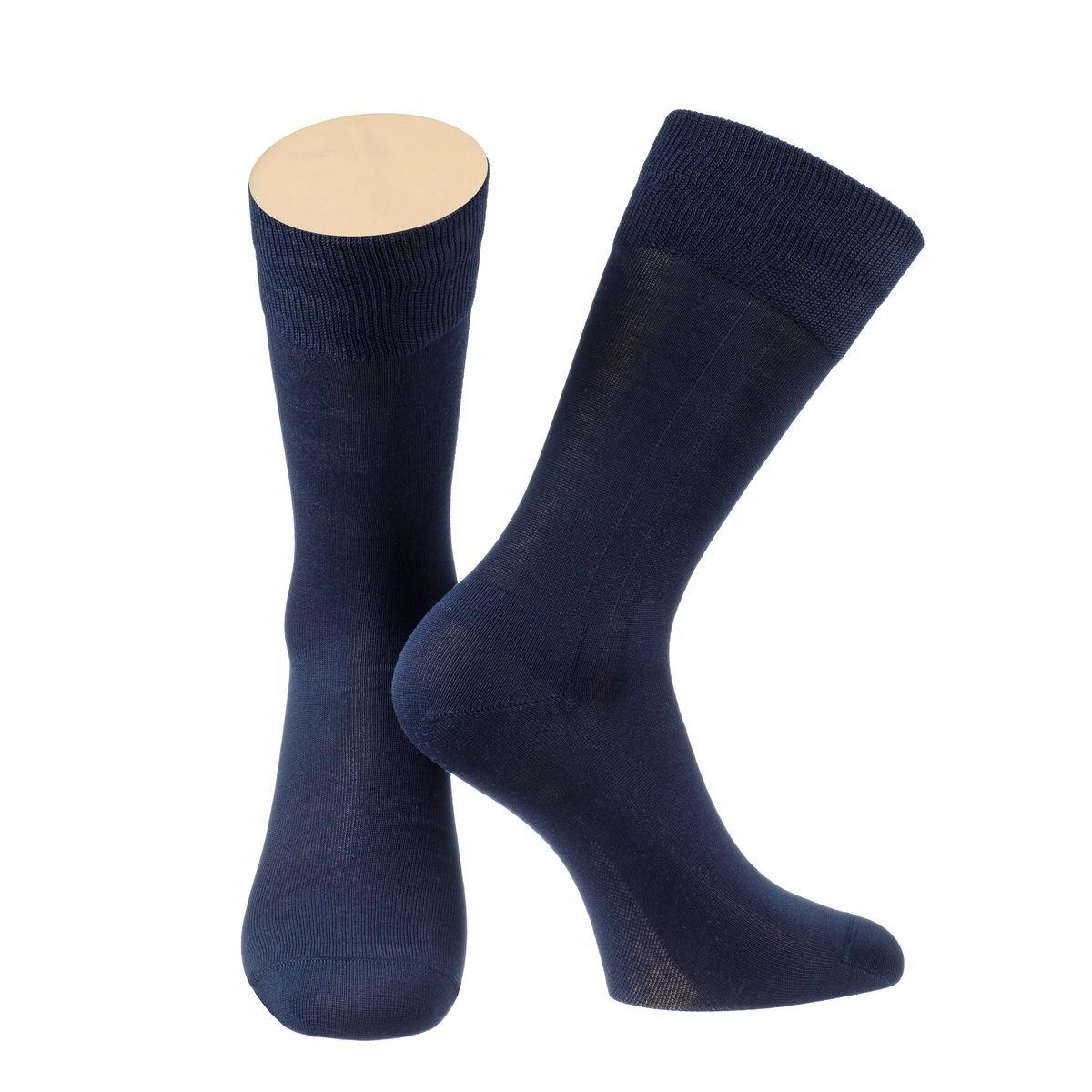 Носки2-14/01Мужские носки Collonil изготовлены из мерсеризованного хлопка. Носки с удлиненным паголенком. Широкая резинка не сдавливает и комфортно облегает ногу.