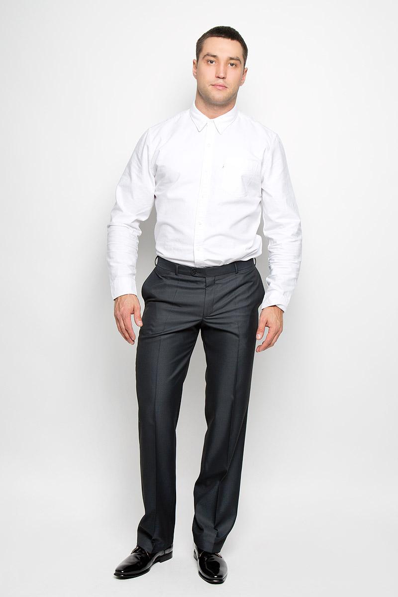 12.013422Мужские брюки BTC Modern, выполненные из полиэстера с добавлением вискозы, займут достойное место в вашем гардеробе. Ткань изделия мягкая, тактильно приятная, хорошо пропускает воздух. Брюки классического кроя застегиваются на пуговицу и крючок в поясе и имеют ширинку на застежке-молнии. На брюках предусмотрены шлевки для ремня. Спереди модель дополнена двумя втачными карманами, а сзади - одним прорезным карманом на пуговице. Высокое качество кроя и пошива, актуальный дизайн придают изделию неповторимый стиль и индивидуальность. Брюки станут стильным дополнением к вашему образу!