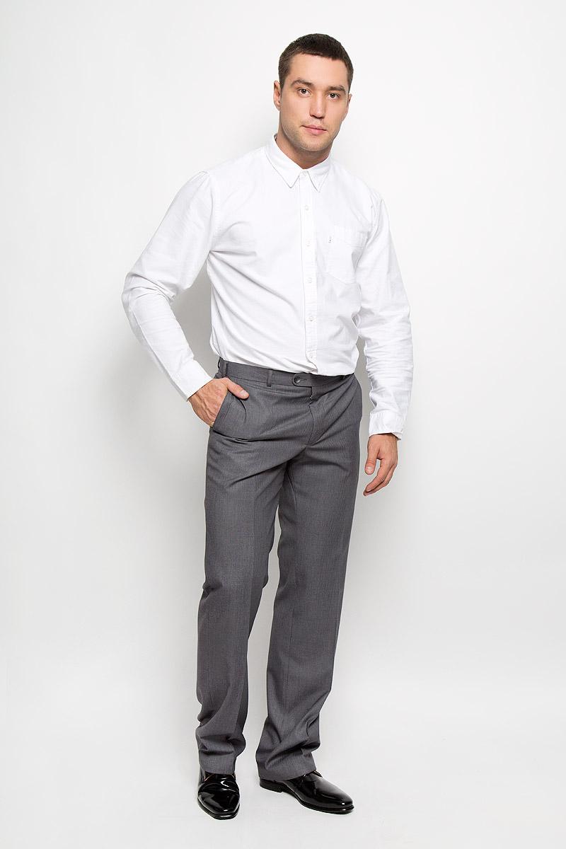 Брюки мужские Modern. 12.01191512.011915Мужские брюки BTC Modern, выполненные из полиэстера с добавлением вискозы, займут достойное место в вашем гардеробе. Ткань изделия мягкая, тактильно приятная, хорошо пропускает воздух. Брюки классического кроя застегиваются на пуговицу и крючок в поясе и имеют ширинку на застежке-молнии. На брюках предусмотрены шлевки для ремня. Спереди модель дополнена двумя втачными карманами, а сзади - одним прорезным карманом на пуговице. Высокое качество кроя и пошива, актуальный дизайн придают изделию неповторимый стиль и индивидуальность. Брюки станут стильным дополнением к вашему образу!