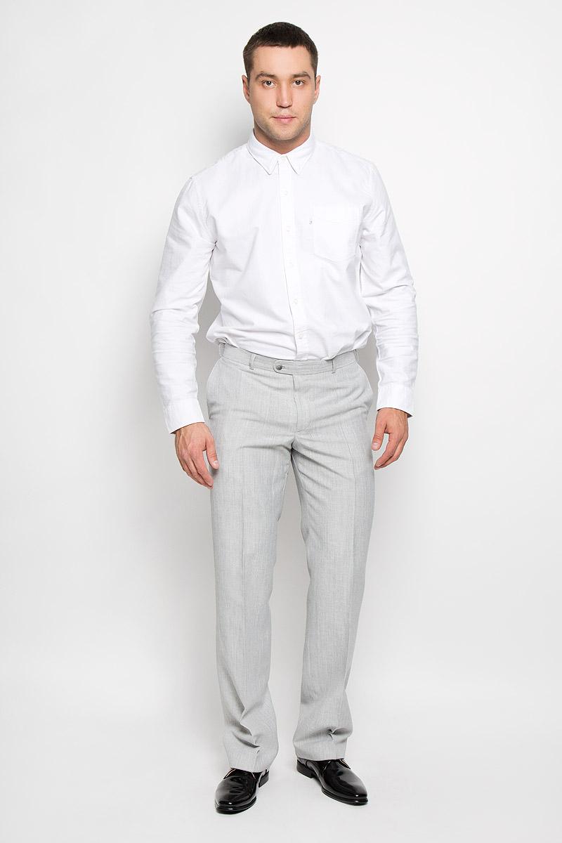 Брюки мужские Modern. 12.0134012.013406Мужские брюки BTC Modern, выполненные из высококачественного материала, займут достойное место в вашем гардеробе. Ткань изделия мягкая, тактильно приятная, хорошо пропускает воздух. Брюки прямого кроя застегиваются на пуговицы и крючок в поясе и имеют ширинку на застежке-молнии. На брюках предусмотрены шлевки для ремня. Спереди модель дополнена двумя втачными карманами, а сзади - одним прорезным карманом на пуговице. Высокое качество кроя и пошива, актуальный дизайн придают изделию неповторимый стиль и индивидуальность. Брюки станут стильным дополнением к вашему образу!