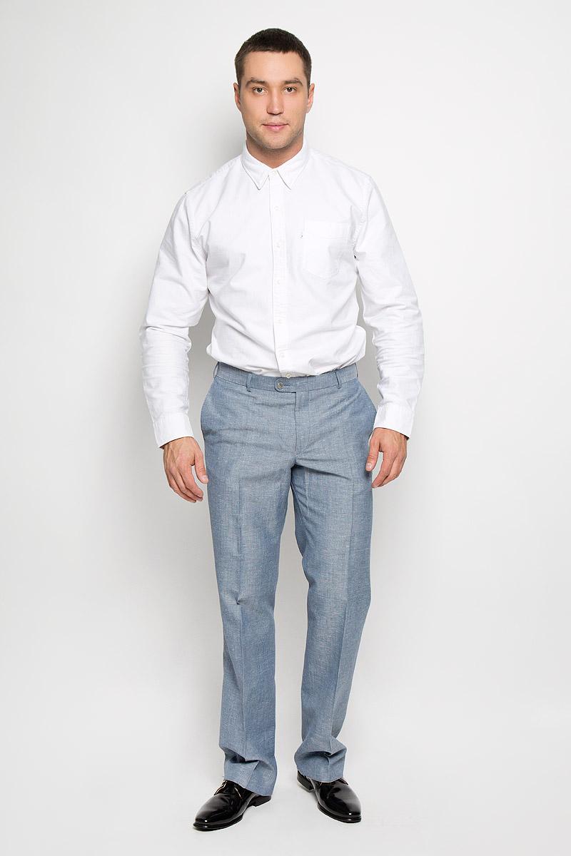 Брюки мужские. 12.013412.013410Мужские брюки BTC, выполненные из высококачественного материала, займут достойное место в вашем гардеробе. Ткань изделия мягкая, тактильно приятная, хорошо пропускает воздух. Брюки прямого кроя застегиваются на пуговицы и крючок в поясе и имеют ширинку на застежке-молнии. На брюках предусмотрены шлевки для ремня. Спереди модель дополнена двумя втачными карманами, а сзади - одним прорезным карманом на пуговице. Высокое качество кроя и пошива, актуальный дизайн придают изделию неповторимый стиль и индивидуальность. Брюки станут стильным дополнением к вашему образу!