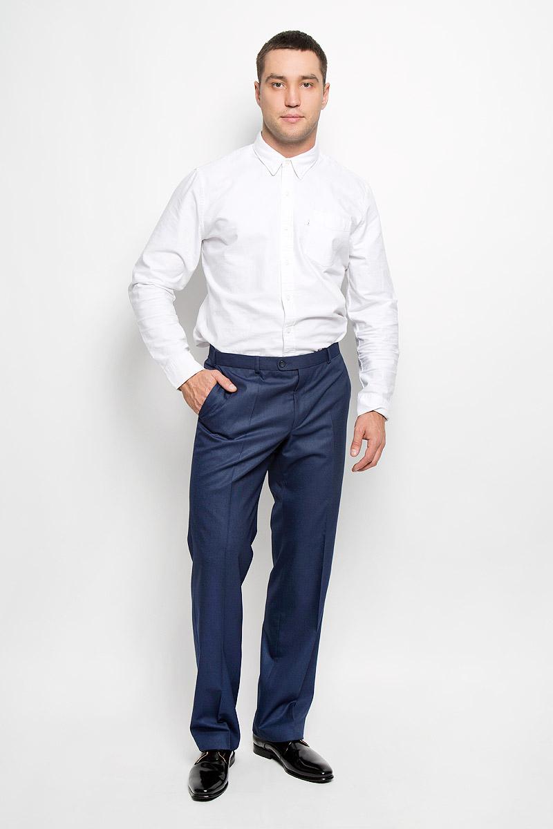 Брюки12.013323Мужские брюки BTC, выполненные из высококачественного материала, отлично дополнят ваш образ. Ткань изделия мягкая, тактильно приятная. Подкладка брюк выполнена из полиэстера. Брюки прямого кроя застегиваются на металлический крючок и пуговицы в поясе и имеют ширинку на застежке-молнии. На брюках предусмотрены шлевки для ремня. Спереди модель дополнена двумя втачными карманами со скошенными краями, а сзади - прорезным карманом на пуговице. Высокое качество кроя и пошива, актуальный дизайн придают изделию неповторимый стиль и индивидуальность. Модель займет достойное место в вашем гардеробе!