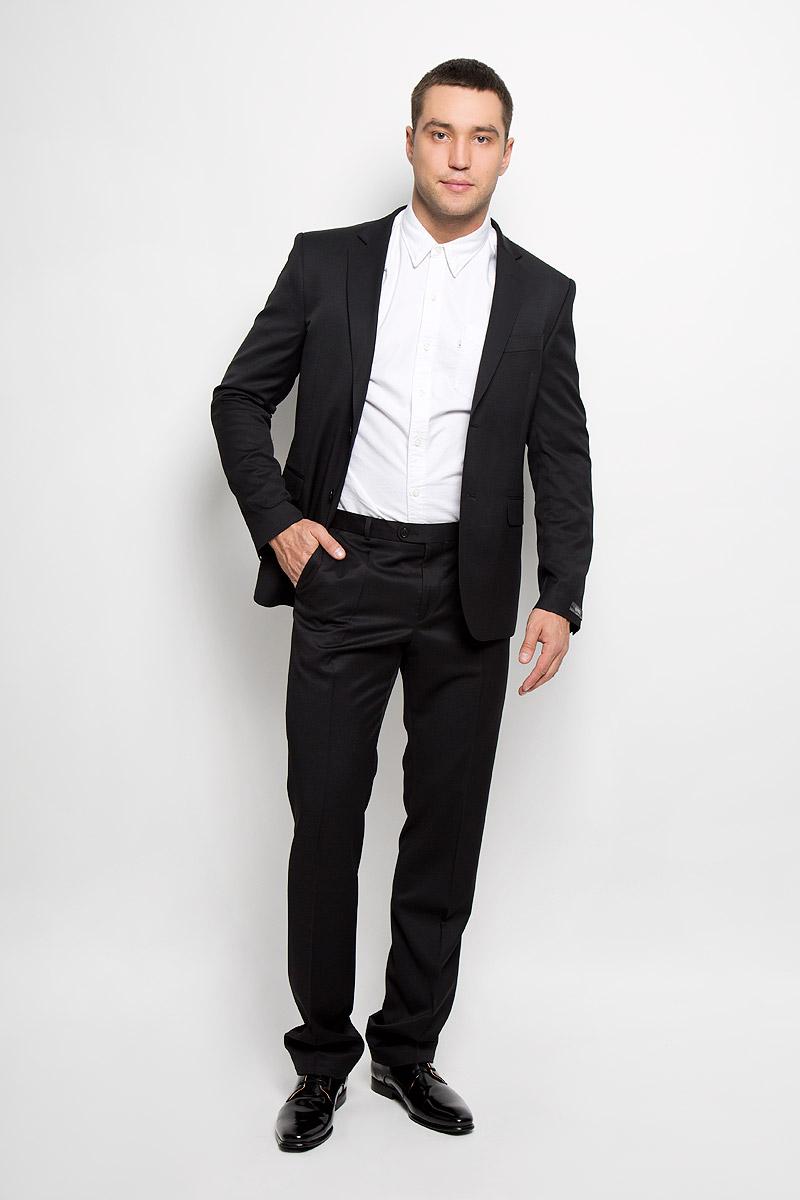 Брюки мужские Slim. 12.01397812.013978Мужские брюки BTC Slim, выполненные из высококачественного материала, займут достойное место в вашем гардеробе. Ткань изделия гладкая, тактильно приятная. Подкладка модели изготовлена из полиэстера. Брюки-слим застегиваются на крючок и пуговицы в поясе и имеют ширинку на застежке-молнии. На брюках предусмотрены шлевки для ремня. Спереди модель дополнена двумя втачными карманами со скошенными краями, а сзади - прорезным карманом на пуговице. Высокое качество кроя и пошива, актуальный дизайн придают изделию неповторимый стиль и индивидуальность. Брюки станут стильным дополнением к вашему образу!