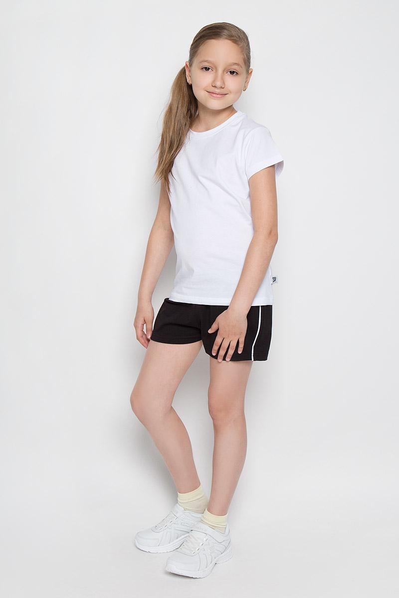 Комплект для девочки: футболка, шорты. AW15GS280B-1AW15GS280B-1Комплект одежды для девочки Nota Bene состоит из футболки и шорт. Комплект выполнен из хлопка с добавлением лайкры, необычайно мягкий, очень приятный к телу, не сковывает движения, хорошо пропускает воздух. Футболка с круглым вырезом горловины и короткими рукавами. Модель сзади оформлена надписями на английском языке, а в левом боковом шве нашивкой с логотипом N&B. Шорты на талии имеют пояс на резинке, благодаря чему они не сдавливают животик ребенка и не сползают. Объем пояса также регулируется при помощи шнурка-кулиски. Боковые швы оформлены кантом контрастного цвета. В таком комплекте маленькая принцесса будет чувствовать себя комфортно и уютно во время отдыха или занятий спортом!
