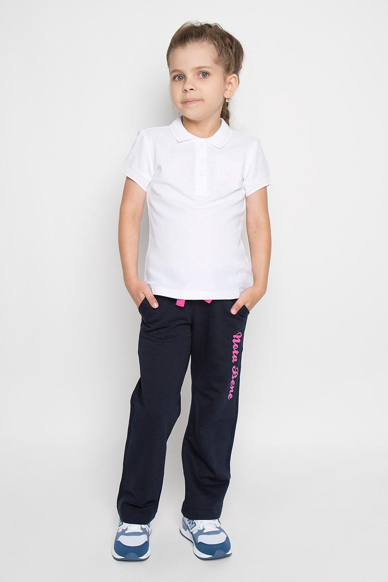 БрюкиAW15GS285A-29/AW15GS285B-29Стильные легкие брюки для девочки Nota Bene идеально подойдут вашей маленькой принцессе для отдыха и прогулок. Изготовленные из хлопка с добавлением лайкры, они необычайно мягкие и приятные на ощупь, не сковывают движения малышки и позволяют коже дышать, не раздражают даже самую нежную и чувствительную кожу ребенка, обеспечивая ему наибольший комфорт. Брюки на талии имеют широкий эластичный пояс и шнурок-кулиску, при помощи которого можно регулировать объем талии. Модель дополнена двумя втачными карманами с косыми срезами и надписью Nota Bene на левой брючине. Оригинальный современный дизайн и модная расцветка делают эти брюки модным и стильным предметом детского гардероба. В них ваша малышка всегда будет в центре внимания!