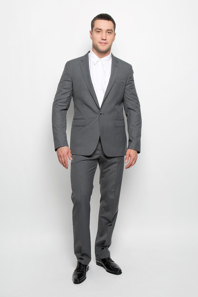 Пиджак мужской Slim. 12.01398712.013987Мужской пиджак BTC Slim изготовлен из высококачественного материала, обеспечивающего комфорт и удобство при носке. Подкладка изделия выполнена из полиэстера. Приталенный пиджак с длинными рукавами и отложным воротником с лацканами застегивается на пуговицу. Модель оснащена прорезным карманом на груди и двумя прорезными карманами с клапанами в нижней части изделия. Внутри расположены три прорезных кармана, один из которых застегивается на пуговицу. На спинке предусмотрена центральная шлица. Низ рукавов декорирован пуговицами. Стильный пиджак займет достойное место в вашем гардеробе!