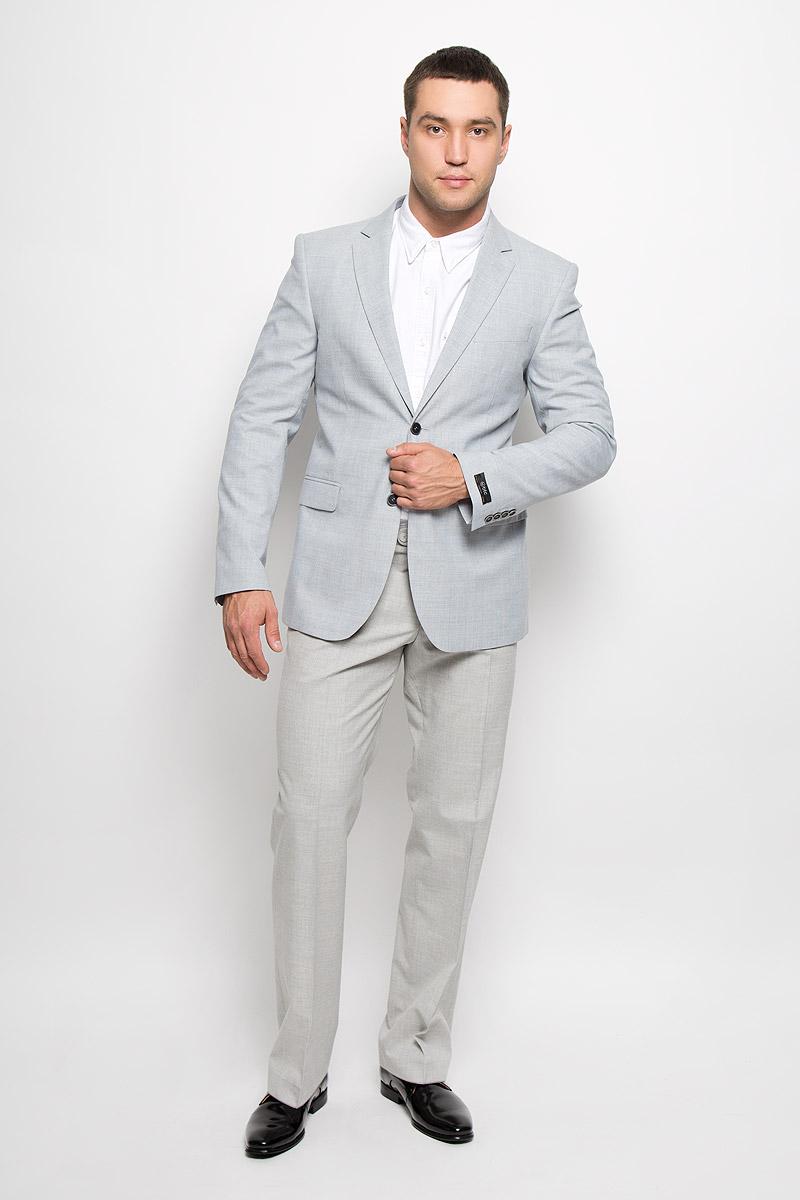 00-00041658_12.013865Классический мужской пиджак BTC изготовлен из высококачественного материала, приятного на ощупь и обеспечивающего комфорт и удобство при носке. Подкладка изделия выполнена из вискозы с добавлением ацетата. Пиджак с длинными рукавами и воротником с лацканами. Модель дополнена небольшим прорезным карманом на груди и двумя прорезными карманами с клапанами в нижней части изделия. Внутри находятся три прорезных кармана, один из которых застегивается на пуговицу. Низ рукавов декорирован пришитыми пуговицами. На спинке предусмотрена шлица, расположенная в среднем шве. Пиджак оформлен принтом в клетку. Этот модный пиджак станет отличным дополнением к вашему гардеробу.