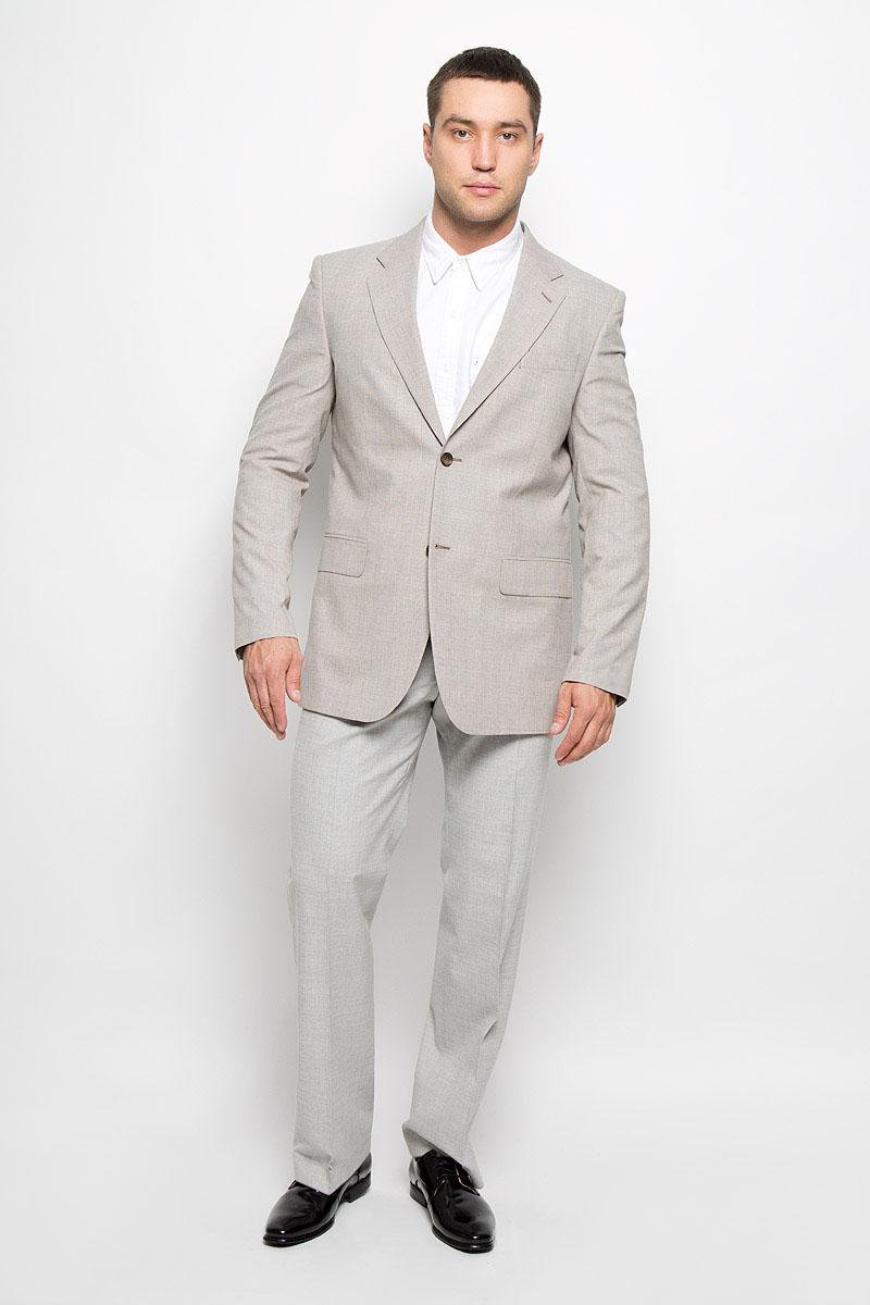Пиджак мужской. 00-00006907_12.01347800-00006907_12.013478Классический мужской пиджак BTC изготовлен из высококачественного материала, приятного на ощупь и обеспечивающего комфорт и удобство при носке. Подкладка изделия выполнена из полиэстера с добавлением вискозы. Пиджак с длинными рукавами и воротником с лацканами. Модель дополнена небольшим прорезным карманом на груди и двумя прорезными карманами с клапанами в нижней части изделия. Внутри находятся три прорезных кармана, один из которых застегивается на пуговицу. Низ рукавов декорирован пришитыми пуговицами. На спинке предусмотрены две шлицы, расположенные в рельефных швах. Пиджак оформлен принтом в клетку. Этот модный пиджак станет отличным дополнением к вашему гардеробу.