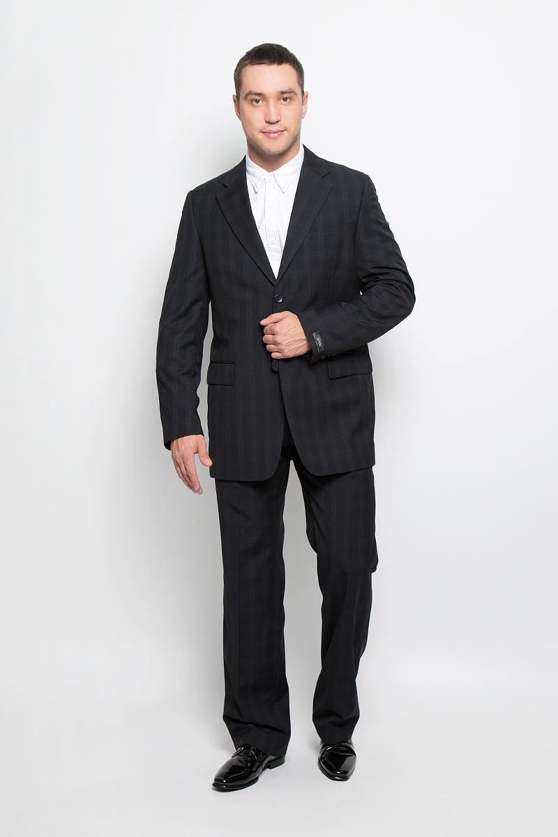 Костюм12.013969Мужской костюм BTC Comfort, выполненный из 100% шерсти, займет достойное место в вашем гардеробе. Костюм состоит из пиджака и брюк. Подкладка пиджака изготовлена из ткани с эффектом хамелеон, в состав которой входят вискоза и полиэстер. Подкладка брюк выполнена из полиэстера. Пиджак с длинными рукавами и отложным воротником с лацканами застегивается на две пуговицы. Модель оснащена прорезным карманом на груди и двумя прорезными карманами с клапанами в нижней части изделия. С внутренней стороны находятся три прорезных кармана, один из которых застегивается на пуговицу. Низ рукавов декорирован пуговицами. Спинка дополнена центральной шлицей. Брюки со стрелками застегиваются на крючок и пуговицы в поясе и имеют ширинку на застежке-молнии. На брюках предусмотрены шлевки для ремня. Спереди модель дополнена двумя втачными карманами со скошенными краями, а сзади - прорезным карманом на пуговице. Оформлен костюм принтом в клетку. Этот модный и в то же...