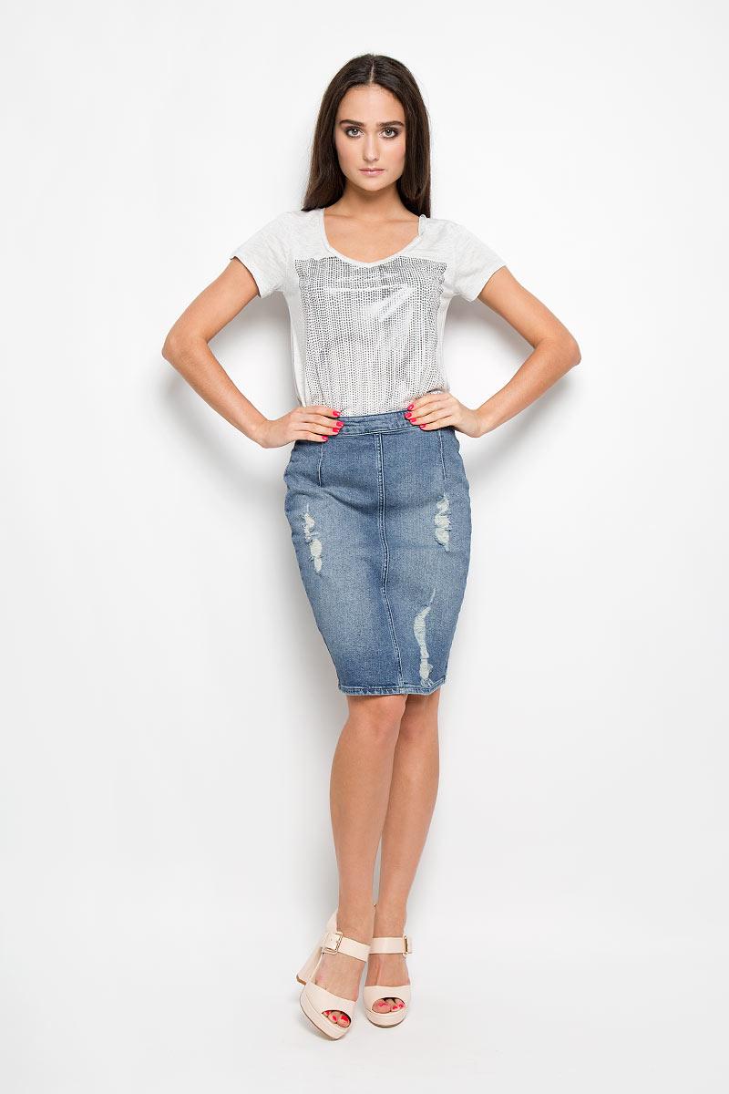 Юбка Jeans. J2IJ204487J2IJ204487_5010Оригинальная юбка Calvin Klein Jeans, выполненная из хлопка с добавлением эластана, обеспечит вам комфорт и удобство при носке. Юбка-миди имеет зауженный к низу крой и застегивается сзади на застежку-молнию. Модель дополнена небольшим разрезом в среднем шве юбки и оформлена потертостями и рваным эффектом. Стильная юбка непременно украсит ваш гардероб и добавит образу женственности.