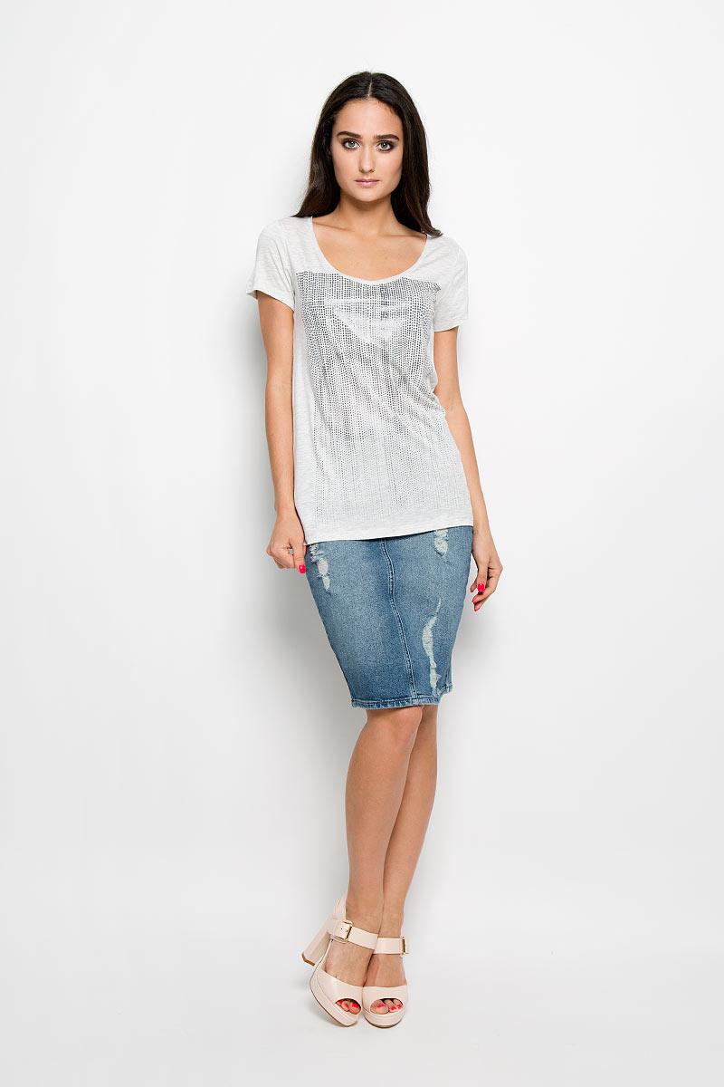 ФутболкаJ2EJ204297_1720Женская футболка Calvin Klein Jeans, выполненная из 100% вискозы, поможет создать отличный современный образ в стиле Casual. Футболка с V-образным вырезом горловины и короткими рукавами. Модель оформлена оригинальной термоаппликацией. Такая футболка станет стильным дополнением к вашему гардеробу, она подарит вам комфорт в течение всего дня!