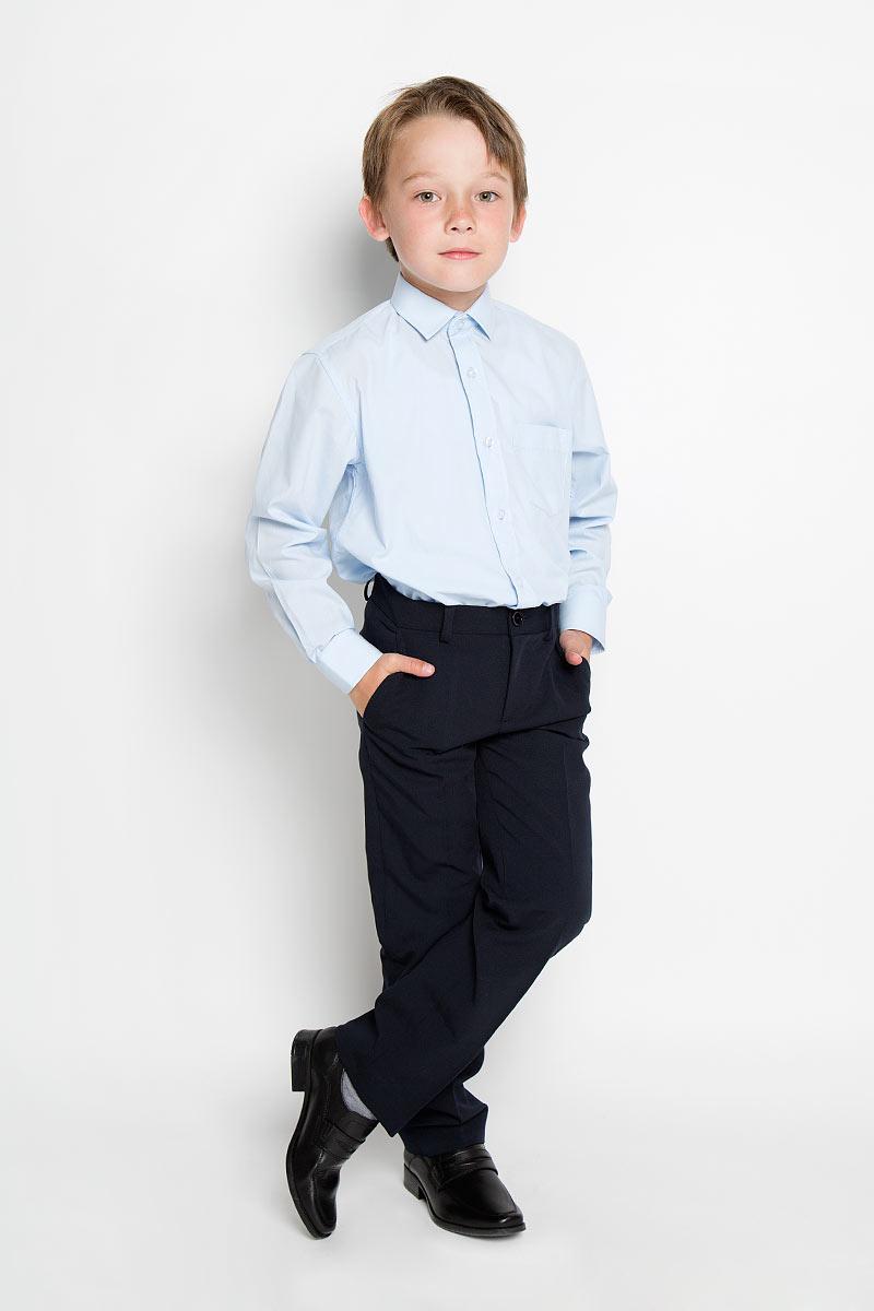 Рубашка1274Стильная рубашка для мальчика Tsarevich идеально подойдет вашему юному мужчине. Изготовленная из хлопка с добавлением полиэстера, она мягкая и приятная на ощупь, не сковывает движения и позволяет коже дышать, не раздражает даже самую нежную и чувствительную кожу ребенка, обеспечивая ему наибольший комфорт. Однотонная рубашка классического кроя с длинными рукавами и отложным воротничком застегивается по всей длине на пуговицы. На груди она дополнена накладным карманом. Края рукавов дополнены широкими манжетами на пуговицах. Низ изделия немного закруглен к боковым швам. Такая рубашка будет прекрасно смотреться с брюками и джинсами. Она станет неотъемлемой частью детского гардероба.