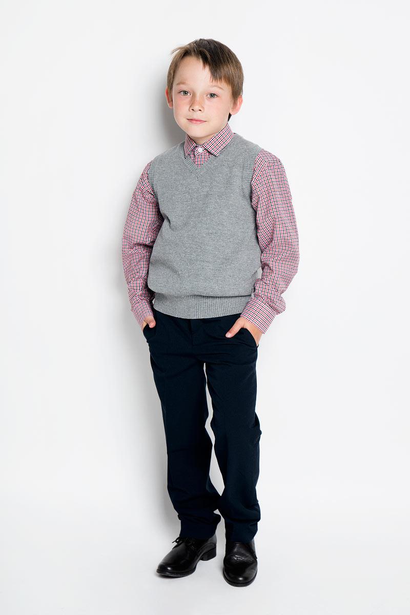 БрюкиKA15-81009JКлассические брюки для мальчика Finn Flare Kids - основа повседневного школьного гардероба. Изготовленные из высококачественного материала, они необычайно мягкие и приятные на ощупь, не сковывают движения и позволяют коже дышать, не раздражают даже самую нежную и чувствительную кожу ребенка, обеспечивая ему наибольший комфорт. Брюки прямого покроя с заутюженными стрелками на талии застегиваются на пластиковую пуговицу, а также имеют ширинку на застежке-молнии и шлевки для ремня. С внутренне стороны предусмотрена эластичная резинка на пуговицах. Спереди брюки дополнены двумя втачными карманами с косыми краями, а сзади - двумя прорезными карманами на пуговицах. Такие брюки подходят под различные варианты пиджаков, джемперов и водолазок.