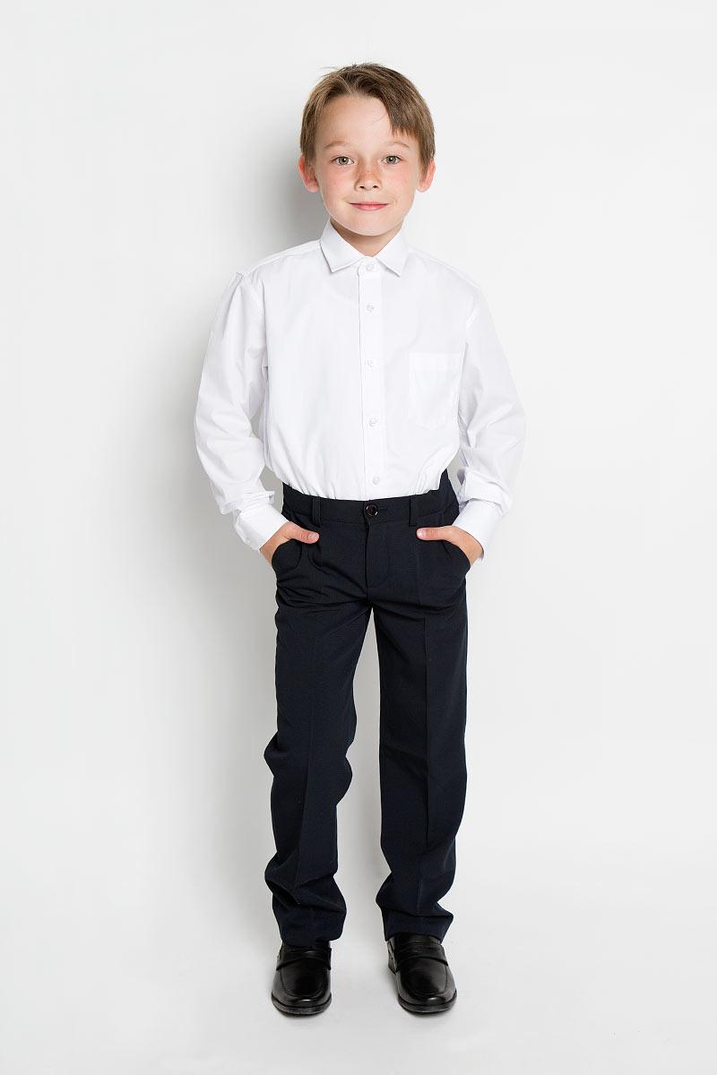 Рубашка для мальчика. PT2000PT2000Стильная рубашка для мальчика Tsarevich идеально подойдет вашему юному мужчине. Изготовленная из хлопка с добавлением полиэстера, она мягкая и приятная на ощупь, не сковывает движения и позволяет коже дышать, не раздражает даже самую нежную и чувствительную кожу ребенка, обеспечивая ему наибольший комфорт. Однотонная рубашка классического кроя с длинными рукавами и отложным воротничком застегивается по всей длине на пуговицы. На груди она дополнена накладным карманом. Края рукавов дополнены широкими манжетами на пуговицах. Низ изделия немного закруглен к боковым швам. Такая рубашка будет прекрасно смотреться с брюками и джинсами. Она станет неотъемлемой частью детского гардероба.