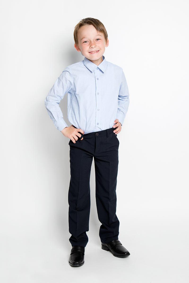 РубашкаAW15BS354A-10/AW15BS354B-10Рубашка для мальчика Nota Bene, выполненная из натурального хлопка, отлично сочетается как с джинсами, так и с классическими брюками. Материал изделия легкий, мягкий и тактильно приятный, не сковывает движения и обладает высокими дышащими свойствами. Рубашка с длинными рукавами и отложным воротником застегивается спереди на пуговицы по всей длине. Модель имеет прямой силуэт. На манжетах также предусмотрены застежки-пуговицы. Оформлено изделие принтом в узкую полоску. Стильная рубашка станет отличным дополнением к школьному гардеробу!