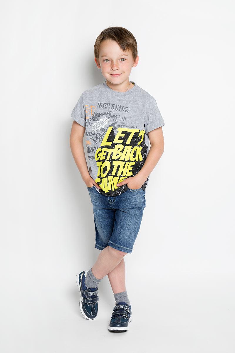 Шорты для мальчика Casual. SCFSB-634-16409-050 мод.M2-001SCFSB-634-16409-050 мод.M2-001Стильные джинсовые шорты для мальчика Silver Spoon Casual идеально подойдут юному моднику для отдыха и прогулок. Изготовленные из эластичного хлопка, они мягкие и приятные на ощупь, позволяют коже дышать, имеют комфортную длину и удобную посадку изделия на фигуре. Модель на талии застегивается на металлическую пуговицу и имеет ширинку на застежке-молнии, а также шлевки для ремня. С внутренней стороны пояс регулируется скрытой резинкой на пуговицах. Спереди расположены два втачных кармана и один маленький накладной, сзади - два накладных кармана. Изделие оформлено эффектом потертости, перманентными складками и прострочкой. Современный дизайн и расцветка делают эти шорты модным предметом детской одежды. Обладатель таких шорт всегда будет в центре внимания!