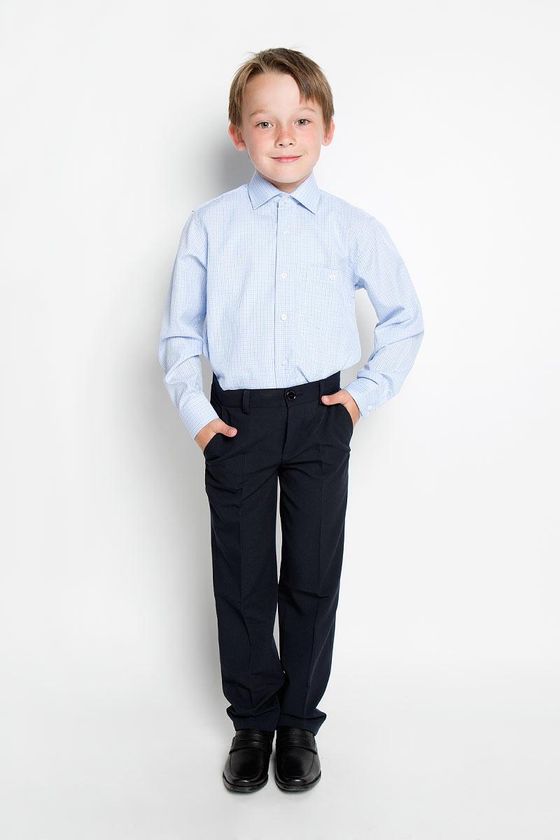 Рубашка для мальчика. Graf 39/40Graf 39Стильная рубашка для мальчика Tsarevich идеально подойдет вашему юному мужчине. Изготовленная из хлопка с добавлением полиэстера, она мягкая и приятная на ощупь, не сковывает движения и позволяет коже дышать, не раздражает даже самую нежную и чувствительную кожу ребенка, обеспечивая ему наибольший комфорт. Рубашка классического кроя с длинными рукавами и отложным воротничком застегивается по всей длине на пуговицы. На груди она дополнена накладным карманом на пуговице. Края рукавов дополнены широкими манжетами на пуговицах. Низ изделия немного закруглен к боковым швам. Модель оформлена принтом в мелкую цветную клетку. Такая рубашка будет прекрасно смотреться с брюками и джинсами. Она станет неотъемлемой частью детского гардероба.