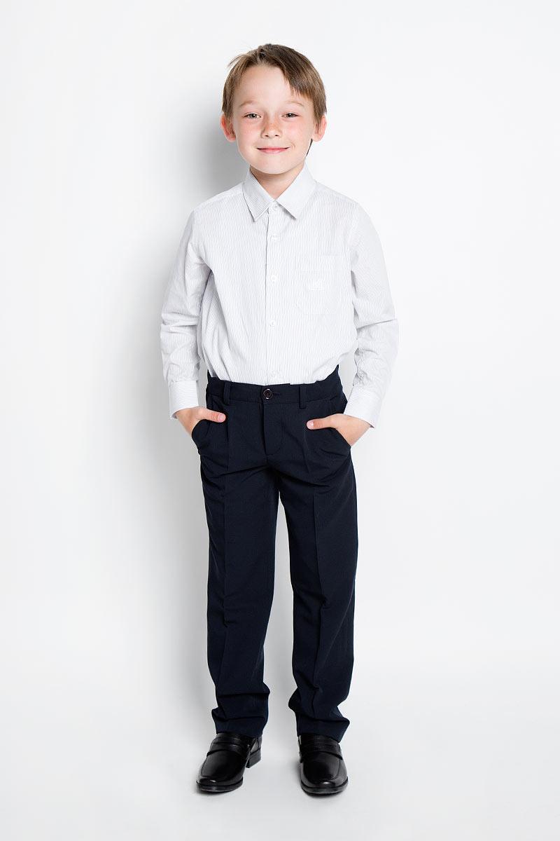 AW15BS353A-20/AW15BS353B-20Рубашка для мальчика Nota Bene, выполненная из натурального хлопка, отлично сочетается как с джинсами, так и с классическими брюками. Материал изделия легкий, мягкий и тактильно приятный, не сковывает движения и обладает высокими дышащими свойствами. Рубашка прямого силуэта с отложным воротником и длинными рукавами застегивается спереди на пуговицы по всей длине. Модель оснащена накладным карманом на груди, украшенным вышитым логотипом бренда. На манжетах предусмотрены застежки-пуговицы. Оформлено изделие принтом в полоску. Стильная рубашка станет отличным дополнением к школьному гардеробу!