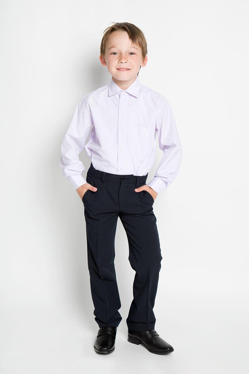 Vizart 8Стильная рубашка для мальчика Tsarevich идеально подойдет вашему юному мужчине. Изготовленная из хлопка с добавлением полиэстера, она мягкая и приятная на ощупь, не сковывает движения и позволяет коже дышать, не раздражает даже самую нежную и чувствительную кожу ребенка, обеспечивая ему наибольший комфорт. Рубашка классического кроя с длинными рукавами и отложным воротничком застегивается по всей длине на пуговицы. На груди она дополнена накладным карманом на пуговице. Края рукавов дополнены широкими манжетами на пуговицах. Низ изделия немного закруглен к боковым швам. Модель оформлена принтом в тонкую цветную полоску. Такая рубашка будет прекрасно смотреться с брюками и джинсами. Она станет неотъемлемой частью детского гардероба.
