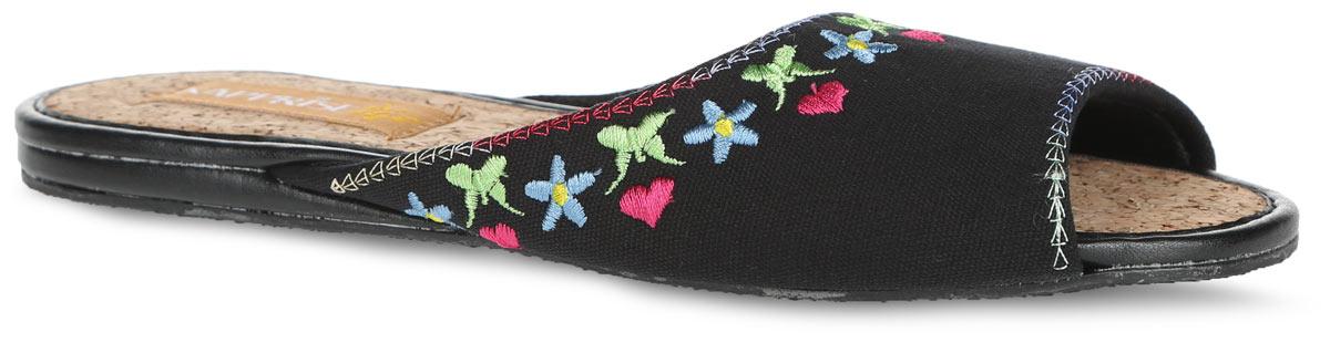 Тапки женские. 843843-10 BWTУдобные женские тапки Кaprise, выполненные из плотного текстиля, помогут отдохнуть вашим ногам после трудового дня. Внешняя сторона тапочек оформлена контрастной вышивкой. Стелька из пробки обеспечит комфорт и подарит приятные ощущения! Подошва с рельефным протектором обеспечивает сцепление с любыми поверхностями.