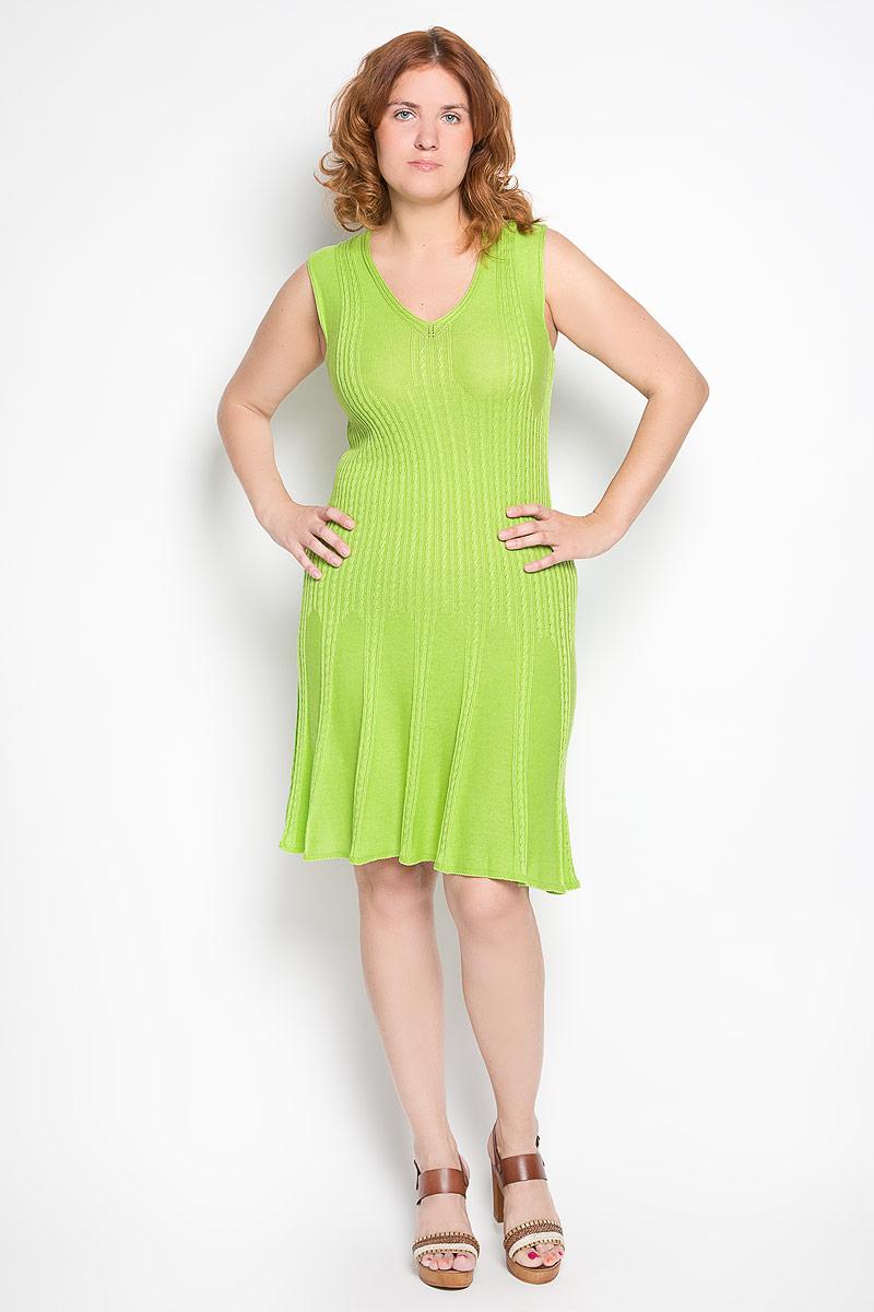 Платье680Элегантное платье Milana Style выполнено из хлопка с добавлением ПАН. Такое платье обеспечит вам комфорт и удобство при носке и непременно вызовет восхищение у окружающих. Модель-миди без рукавов, с V-образным вырезом горловины выгодно подчеркнет все достоинства вашей фигуры. Изделие оформлено объемными вязаными косичками. Изысканное платье-миди создаст обворожительный и неповторимый образ. Это модное и удобное платье станет превосходным дополнением к вашему гардеробу, оно подарит вам удобство и поможет подчеркнуть свой вкус и неповторимый стиль.