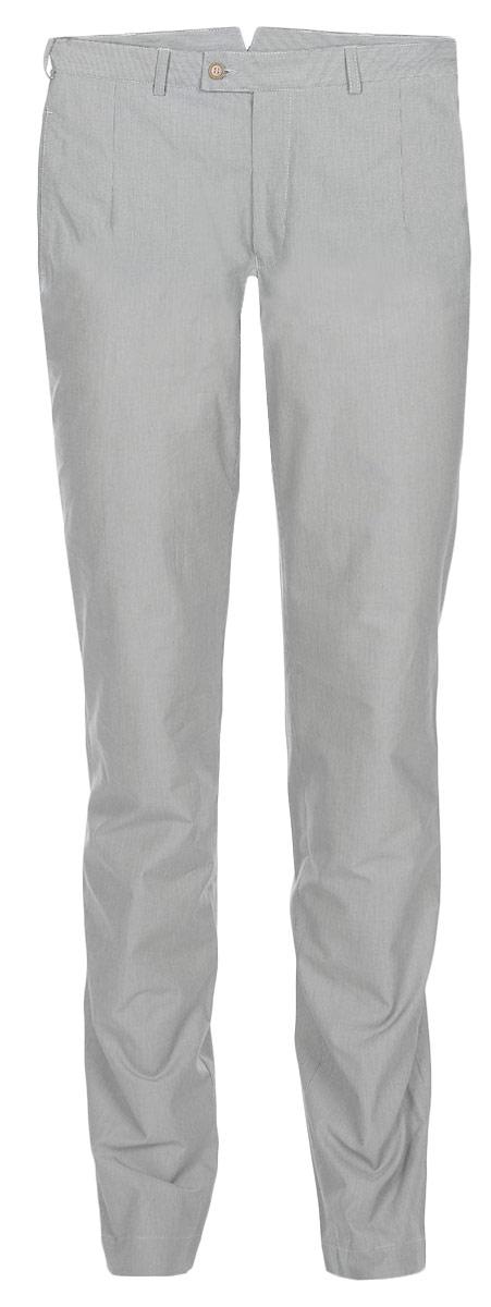 Брюки мужские Slim. 12.01587812.015878Мужские брюки BTC Slim выполнены из натурального хлопка. Материал изделия тактильно приятный, позволяет коже дышать, обеспечивая комфорт и удобство при носке. Брюки-слим застегиваются на пуговицы в поясе и имеют ширинку на застежке-молнии. На брюках предусмотрены шлевки для ремня. По бокам расположены два прорезных кармана, сзади - два прорезных кармана, закрывающихся на пуговицы. На поясе по спинке модель украшена декоративным хлястиком с металлической пряжкой. Оформлены брюки принтом в узкую полоску. Высокое качество кроя и пошива, актуальный дизайн и расцветка придают изделию неповторимый стиль и индивидуальность. Брюки станут стильным дополнением к вашему образу!