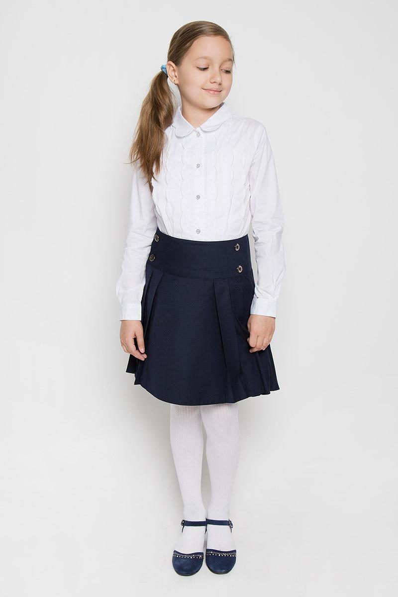 БлузкаAW15GS270A-1/AW15GS270B-1Элегантная блузка для девочки Nota Bene идеально подойдет для школы. Изготовленная из хлопка с добавлением спандекса, она необычайно мягкая, легкая и приятная на ощупь, не сковывает движения и позволяет коже дышать, не раздражает даже самую нежную и чувствительную кожу ребенка, обеспечивая наибольший комфорт. Блузка приталенного силуэта с отложным воротником и длинными рукавами застегивается на пуговицы. Рукава дополнены неширокими манжетами на пуговицах. Воротник имеет оригинальную форму. Модель спереди дополнена вертикальными оборками. Такая блузка - незаменимая вещь для школьной формы, отлично сочетается с юбками, брюками и сарафанами. Эта модель всегда выглядит великолепно!