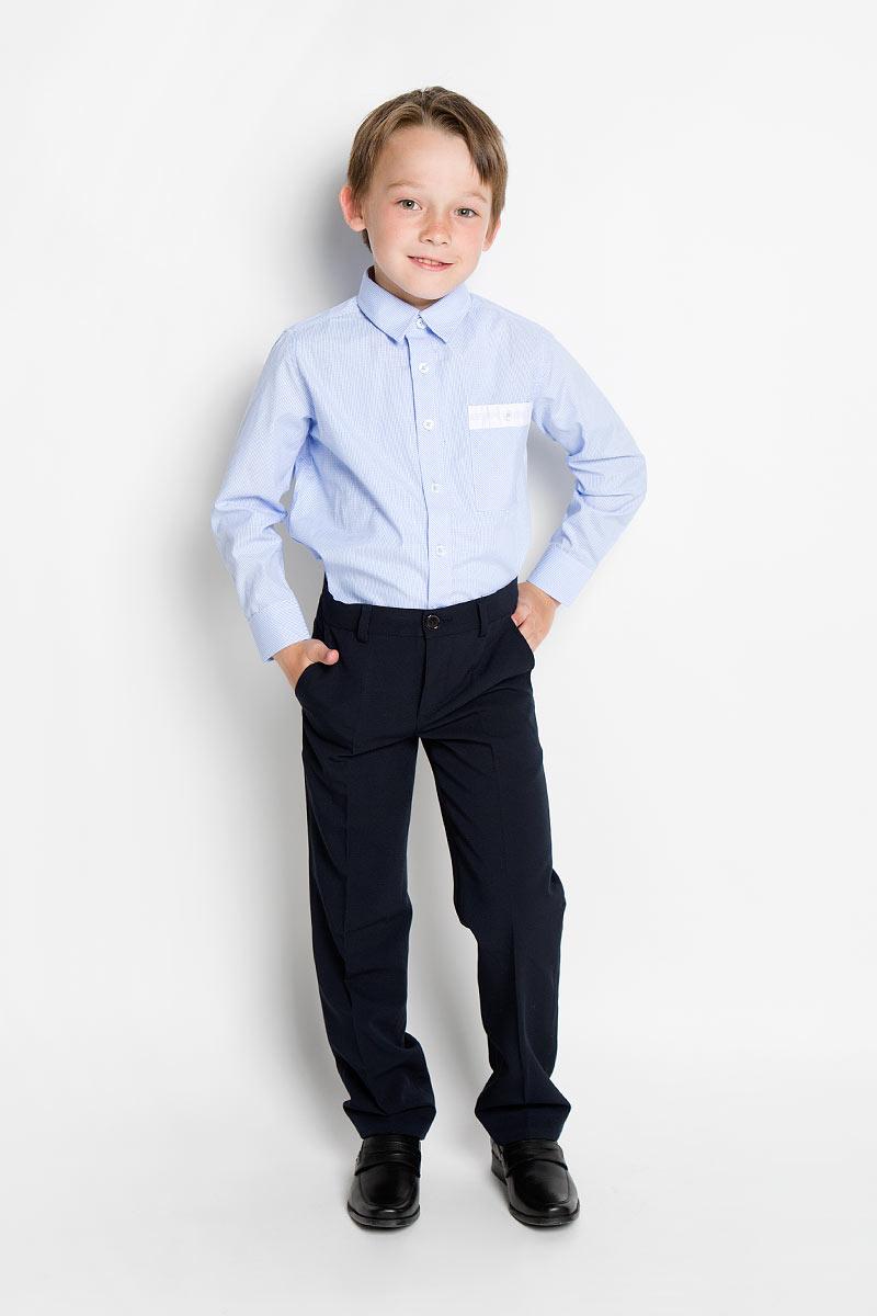 Рубашка363031Стильная рубашка для мальчика Scool идеально подойдет вашему ребенку. Изготовленная из хлопка с добавлением полиэстера, она мягкая и приятная на ощупь, не сковывает движения и позволяет коже дышать, не раздражает даже самую нежную и чувствительную кожу ребенка, обеспечивая ему наибольший комфорт. Рубашка классического кроя с длинными рукавами и отложным воротничком застегивается на пуговицы. Низ рукавов дополнен манжетами на пуговицах. На груди расположен небольшой накладной карман с застежкой на пуговицу. Современный дизайн и модная расцветка делают эту рубашку стильным предметом детского гардероба. Ее можно носить как с джинсами, так и с классическими брюками.