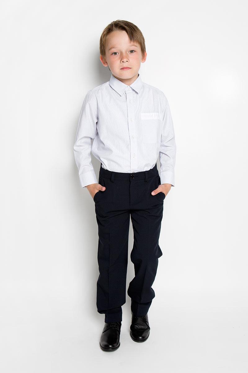 Рубашка для мальчика. 36303363031Стильная рубашка для мальчика Scool идеально подойдет вашему ребенку. Изготовленная из хлопка с добавлением полиэстера, она мягкая и приятная на ощупь, не сковывает движения и позволяет коже дышать, не раздражает даже самую нежную и чувствительную кожу ребенка, обеспечивая ему наибольший комфорт. Рубашка классического кроя с длинными рукавами и отложным воротничком застегивается на пуговицы. Низ рукавов дополнен манжетами на пуговицах. На груди расположен небольшой накладной карман с застежкой на пуговицу. Современный дизайн и модная расцветка делают эту рубашку стильным предметом детского гардероба. Ее можно носить как с джинсами, так и с классическими брюками.