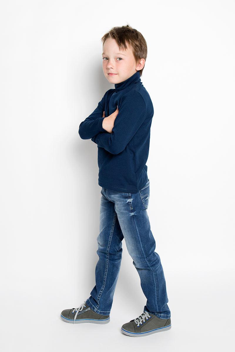 Водолазка363039Практичная водолазка для мальчика Scool идеально подойдет вашему ребенку, как для школы, так и для повседневной носки. Изготовленная из хлопка с добавлением эластана, она мягкая и приятная на ощупь, не сковывает движения и позволяет коже дышать, не раздражает даже самую нежную и чувствительную кожу ребенка, обеспечивая ему наибольший комфорт. Классическая однотонная модель с длинными рукавами дополнена воротником-гольф. В такой водолазке вашему юному мужчине будет удобно и комфортно.