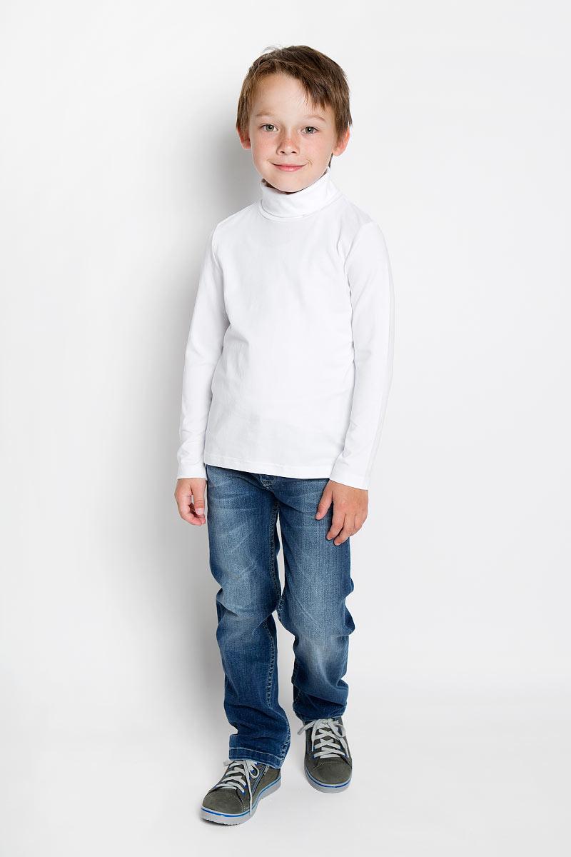 Водолазка для мальчика. 3630363039Практичная водолазка для мальчика Scool идеально подойдет вашему ребенку, как для школы, так и для повседневной носки. Изготовленная из хлопка с добавлением эластана, она мягкая и приятная на ощупь, не сковывает движения и позволяет коже дышать, не раздражает даже самую нежную и чувствительную кожу ребенка, обеспечивая ему наибольший комфорт. Классическая однотонная модель с длинными рукавами дополнена воротником-гольф. В такой водолазке вашему юному мужчине будет удобно и комфортно.