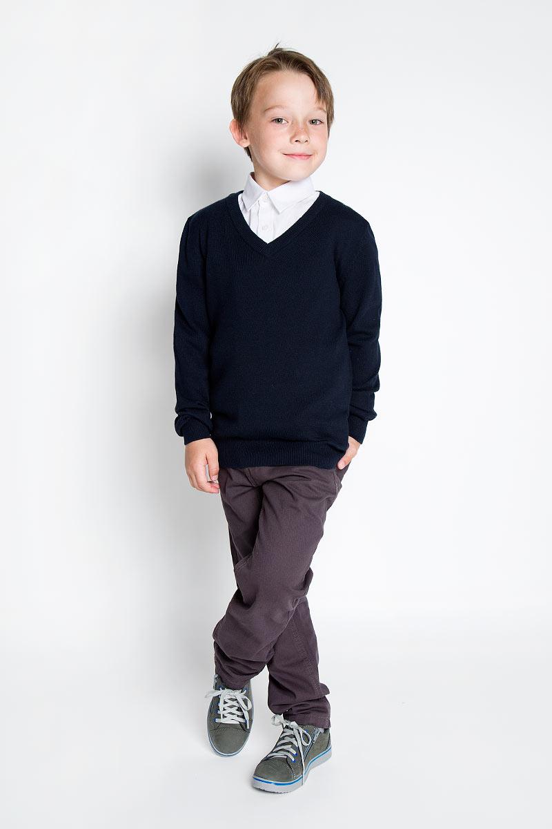 Джемпер для мальчика. SS-B-B-1850-039SS-B-B-1850-039Уютный вязаный джемпер для мальчика Silver Spoon идеально подойдет для школы. Пряжа, выполненная из хлопка и нейлона, делает его очень мягким, приятным, комфортным в носке, он не сковывает движения и позволяет коже дышать, не раздражает даже самую нежную и чувствительную кожу ребенка, обеспечивая ему наибольший комфорт. Джемпер с длинными рукавами имеет V-образный вырез горловины. Ворот, манжеты и низ модели связаны мелкой резинкой. Такой джемпер - незаменимая вещь для школьной формы, отлично сочетается с брюками.