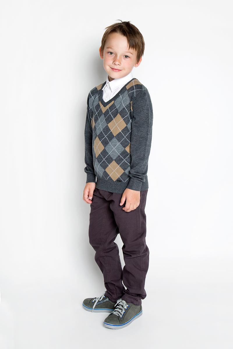 KA15-81115JДжемпер для мальчика Finn Flare идеально подойдет вашему маленькому моднику. Изготовленный из хлопка с добавлением акрила, он необычайно мягкий и приятный на ощупь, не сковывает движения и позволяет коже дышать, не раздражает даже самую нежную и чувствительную кожу ребенка, обеспечивая ему наибольший комфорт. Джемпер с длинными рукавами и V-образным вырезом горловины спереди оформлен вязаным рисунком ромб. Рукава имеют широкие трикотажные манжеты. Понизу проходит широкая трикотажная резинка. Модель украшена небольшой металлической пластинкой с названием бренда. Современный дизайн и расцветка делают этот джемпер модным и стильным предметом детского гардероба. В нем ваш ребенок будет чувствовать себя уютно и комфортно, и всегда будет в центре внимания!