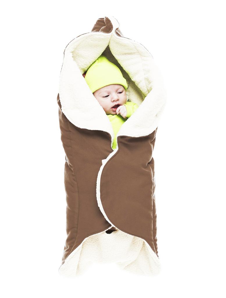 Конверт для новорожденногоWW.0809.1101Конверт-лепесток для новорожденного Wallaboo выполнен из высококачественной искусственной замши и имеет подкладку из искусственного меха на основе полиэстера. Наполнитель - синтепон. Он подойдет для малышей с самого рождения. Конверт легко раскладывается, благодаря чему его можно использовать в качестве одеяла или даже коврика для игр. Верхняя часть конверта бережно обхватывает голову малыша и надежно сохраняет тепло. В нижней части конверта располагается кармашек для ног0. Липучки и кнопки позволяют быстро зафиксировать конверт и обеспечивают надежное облегание, которое не ограничивает движения малыша и подарит ему чувство комфорта и защищенности. Такой конверт подойдет для большинства колясок и детских сидений.