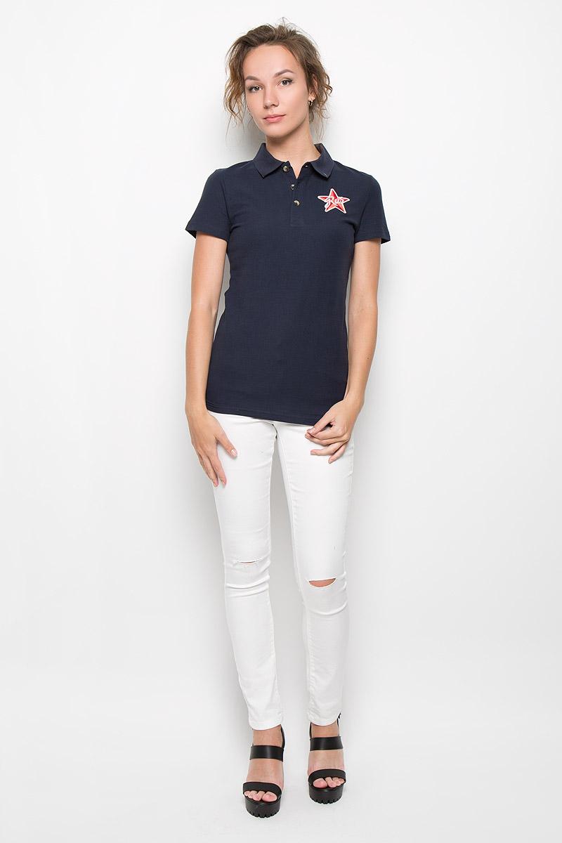 S16-11098_201Стильная женская футболка-поло Finn Flare с короткими рукавами, изготовленная из натурального хлопка, необычайно мягкая и приятная на ощупь, не сковывает движения, обеспечивая наибольший комфорт. Модель прямого кроя дополнена отложным воротником-поло и застежкой на три пуговицы. На груди футболка оформлена оригинальной вышивкой. Эта футболка-поло очень женственна и элегантна, дополнит любой ваш образ.